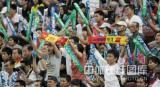 球迷为中国队加油