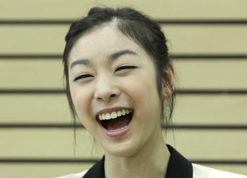 透社专访金妍儿开怀大笑