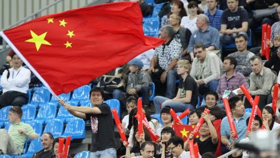 图文-世乒赛中国女队闯入决赛观众为中国队加油