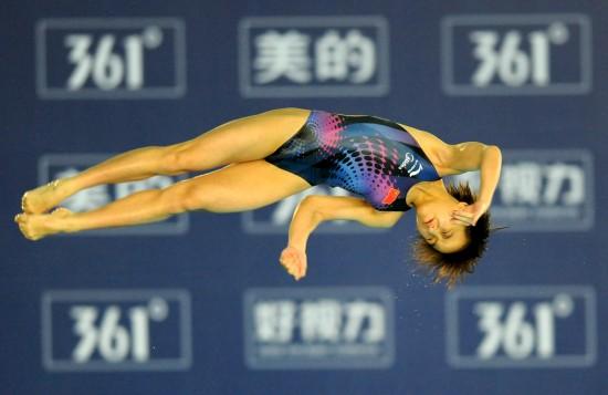 图文-跳水世界杯女子10米台胡亚丹夺冠轻灵翻腾