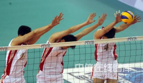图文-世界男排联赛中国0-3意大利中国队三人拦网
