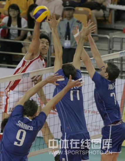 图文-世界男排联赛中国2-3法国沈琼四号位进攻