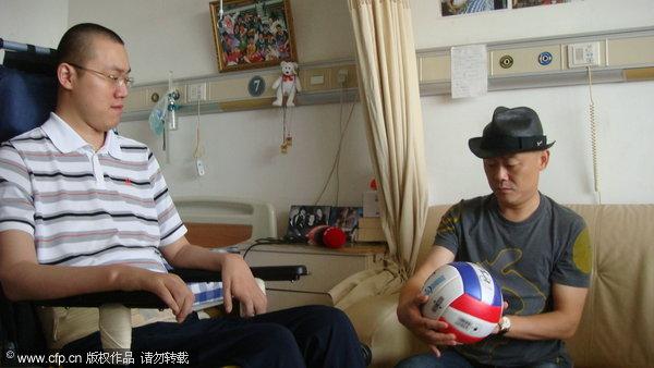 图文-笑星周立波杭州看望汤淼排球也能琢磨出段子