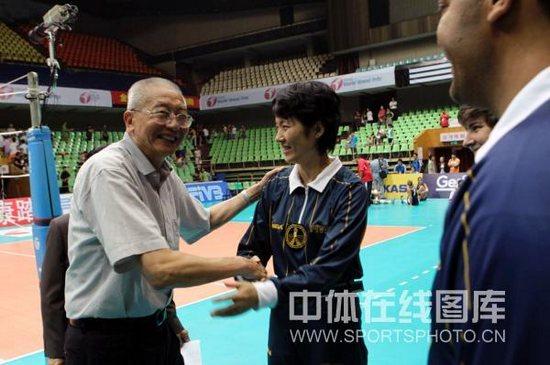 图文-女排大奖赛中国3-0波多黎各魏老非常高兴