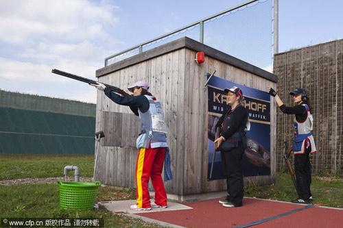 图文-2010射击世锦赛双向飞碟赛魏宁比赛中射击