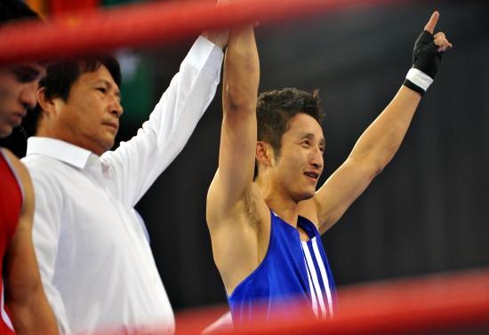 图文-[武搏会]邹市明夺中国拳击首金胜利来之不易