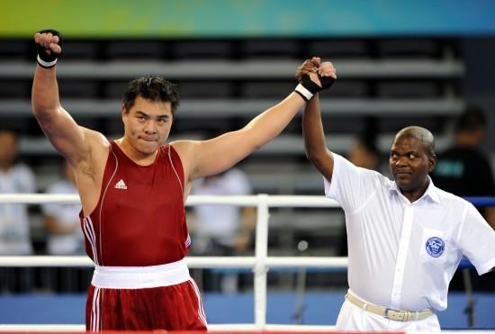 图文-[武搏会]张志磊获91公斤以上级金牌举拳庆祝