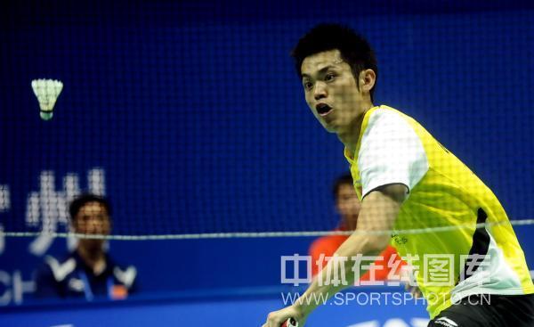 图文-羽球大师赛林丹跻身八强仔细观察判断落点