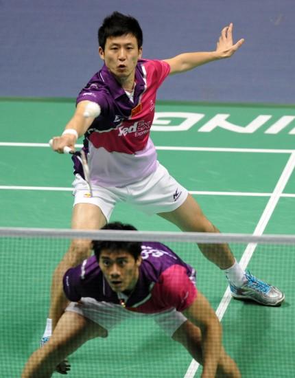 图文-中国羽毛球大师赛男双决赛低头以免误伤