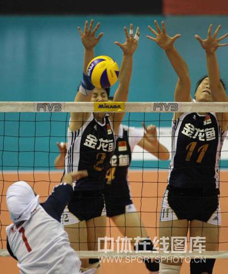 图文-亚洲杯中国女排3-0伊朗进攻被拦网直接封杀
