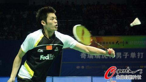 图文-羽毛球大师赛男单决赛王者林丹轻松应对