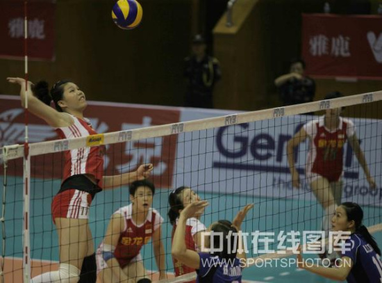 图文-中国女排3-0越南晋级四强徐云丽卯足劲扣球