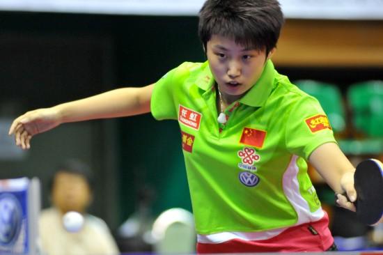 图文-女乒世界杯首轮战况郭跃金左手强攻瞬间