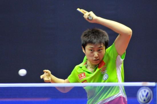 图文-女乒世界杯小组赛激战郭跃赛中横拉一板