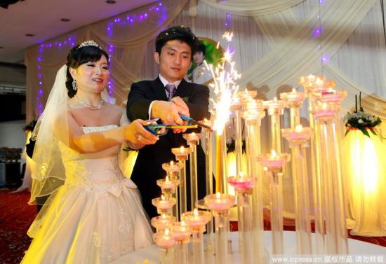 图文-奥运冠军郭文�B与杜雷完婚一起点燃幸福之光