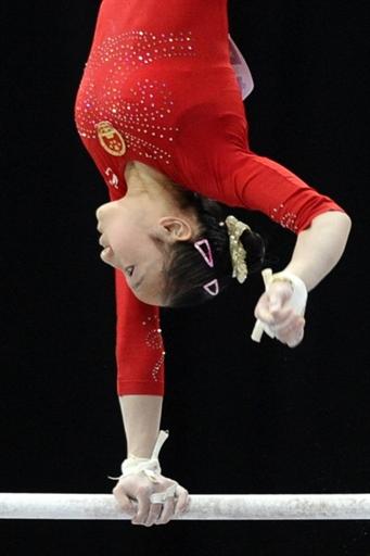 图文-体操世锦赛女子高低杠决赛黄秋爽单臂回旋