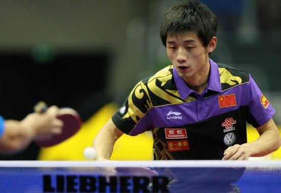 图文-男乒世界杯中国包揽冠亚军张继科小心回球
