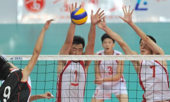 城运会24日排球赛况 上海队在比赛中双人拦网