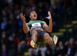 阿什顿-伊顿跳出5米30的成绩