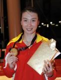 许安琪展示金牌和奖品
