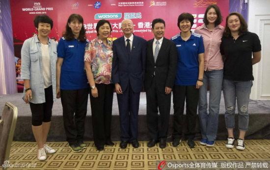 左起:冯坤、赖亚文、陈亚琼、魏纪中、陈忠和、郎平、赵蕊蕊、刘亚男