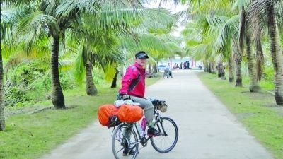 沈坤在海南岛椰梦长廊。本人供图