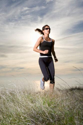 长跑好处多瘦身又健康。