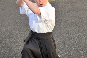 英国达人秀现9岁武术神童 获百项武术大奖