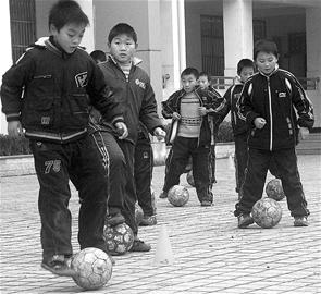 足球小学在安陆v足球学校制订小将成长三年发怎么英语小学的说图片