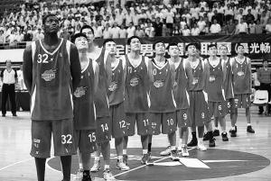 深圳男篮NBL5胜8负排第七队伍太年轻失误促溃败