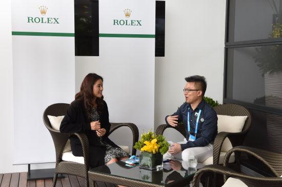 李娜在劳力士品牌位于澳网赛场的贵宾包厢中接受新浪网球记者专访