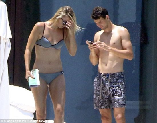 迪米与莎娃此前度假