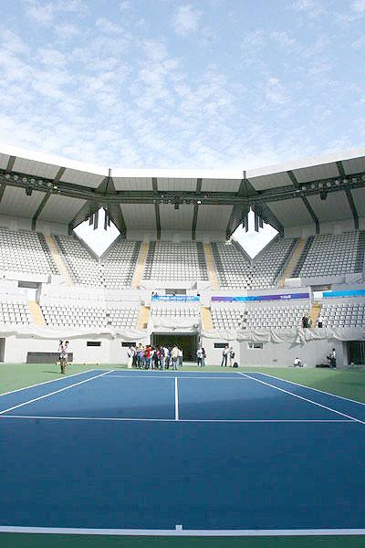 图文-奥运网球中心竣工交付使用 媒体记者首批观众