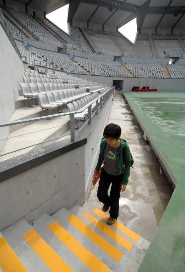 图文-奥运网球中心竣工交付使用 记者体验摄影通道