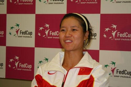 图文-联合会杯首轮中法赛后发布会李娜笑迎胜利
