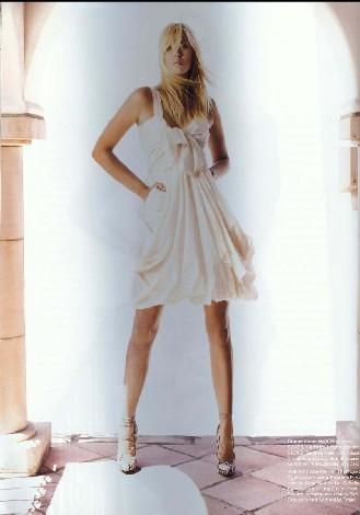 图文-莎娃公布最新时尚写真展示傲人美腿