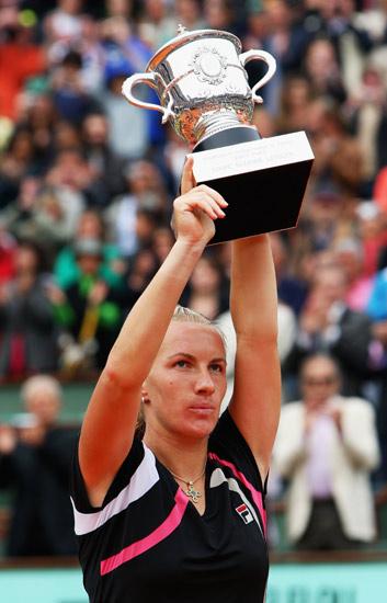 图文-09年法网女单颁奖典礼库兹娃充满新的期待