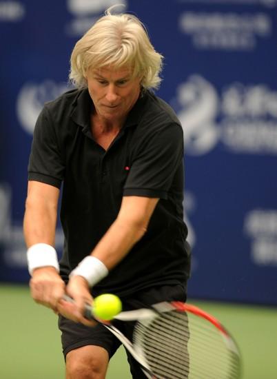 图文-ATP冠军巡回赛卡什胜博格双手大力回球