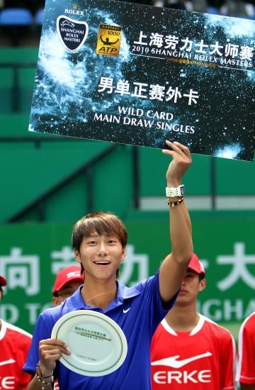 图文-网球ITF精英挑战赛决赛赛况站上最高领奖台