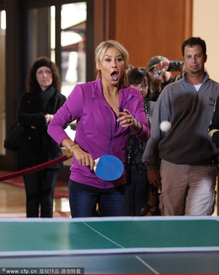 图文-库尔尼科娃受控打乒乓球乒乓球不改行clean举重图片