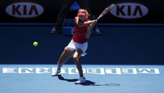 詹姆斯使节4脚上图-新浪体育讯 北京时间1月25日,2012年澳大利亚网球公开赛继续女单1/