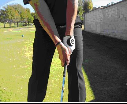球技-握杆力度要把握好形成流畅的高尔夫挥杆