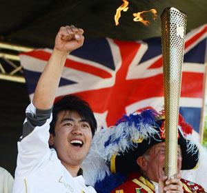 朗朗传递奥运圣火