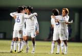 日本队球员庆祝获胜