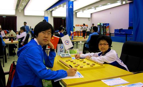 彭柔安(右)挑战王琳娜