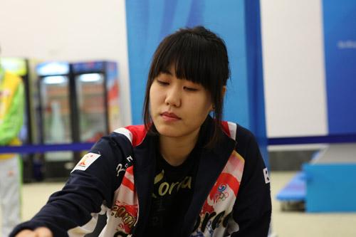 韩国女队主将李玟真在比赛中