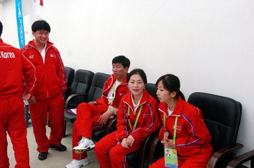 朝鲜队员等待开赛