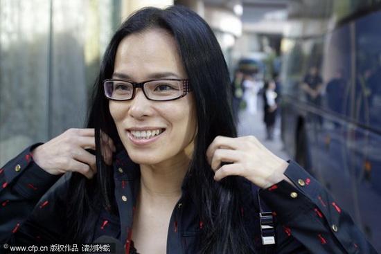 11月12日,即将参加广州亚运会开幕式的歌手韦唯。