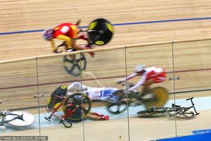 自行车赛惨烈连环撞车中国名将被抬出选手们痛哭