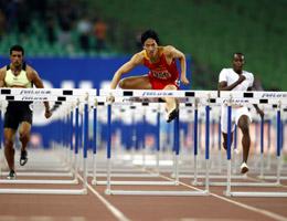 110米栏鸣枪刘翔绝对优势获得小组第一进决赛